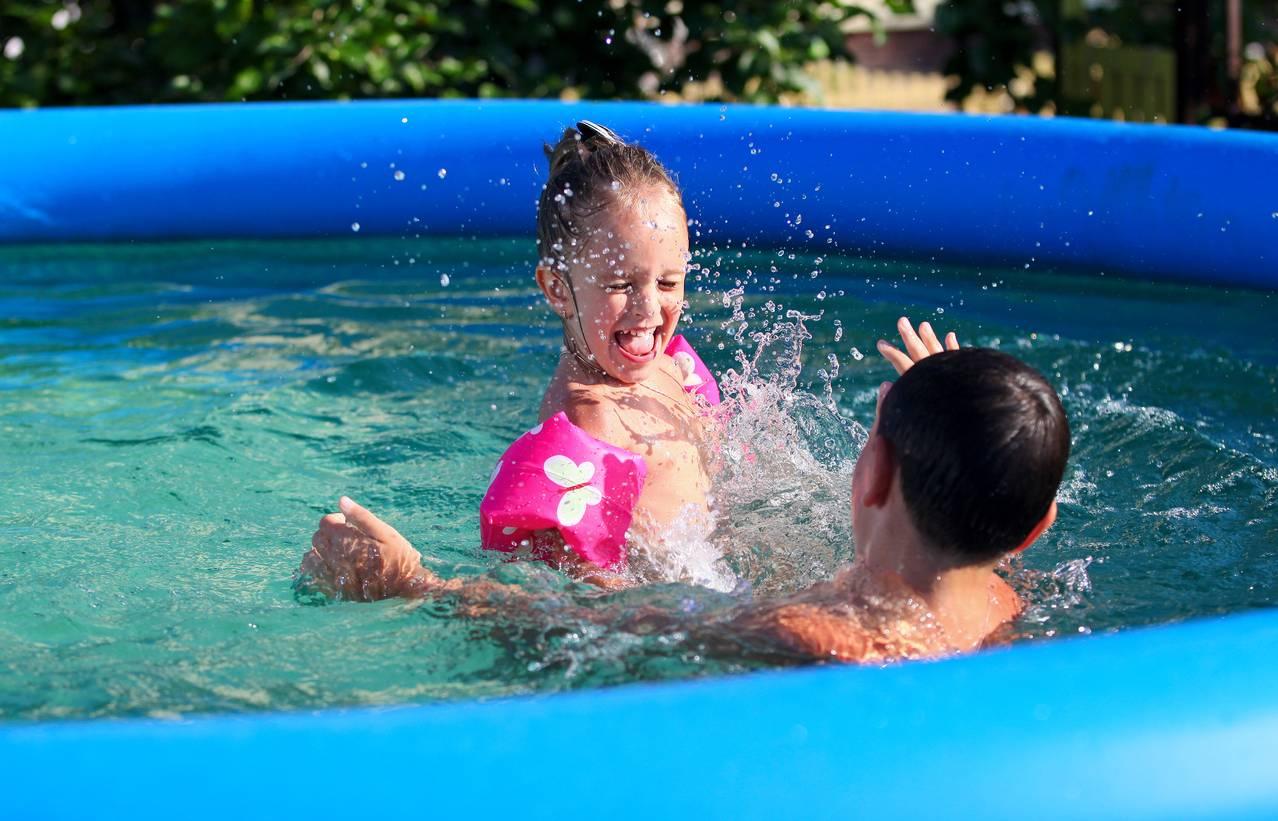 piscine jardin enfant